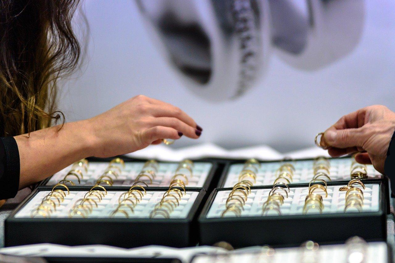 Jewelry retailers